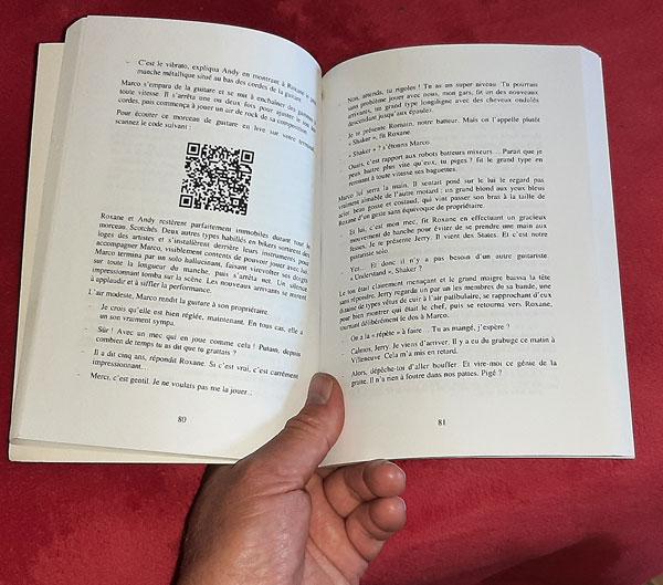 un QR-Code dans un livre pour le rendre interactif avec Internet